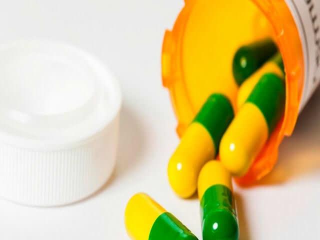 Таблетки в пузырьке