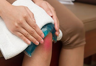 Как снять боль при ушибе колена