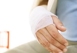 Как определить перелом или ушиб кисти руки: признаки и лечение