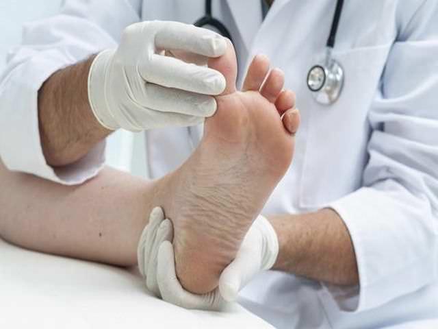 Закрытое повреждение тканей ноги