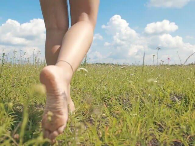 Хождение босиком по траве