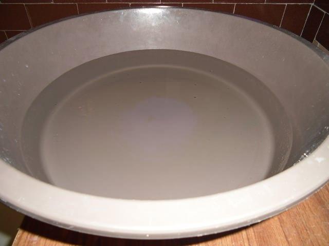 Вода в тазу